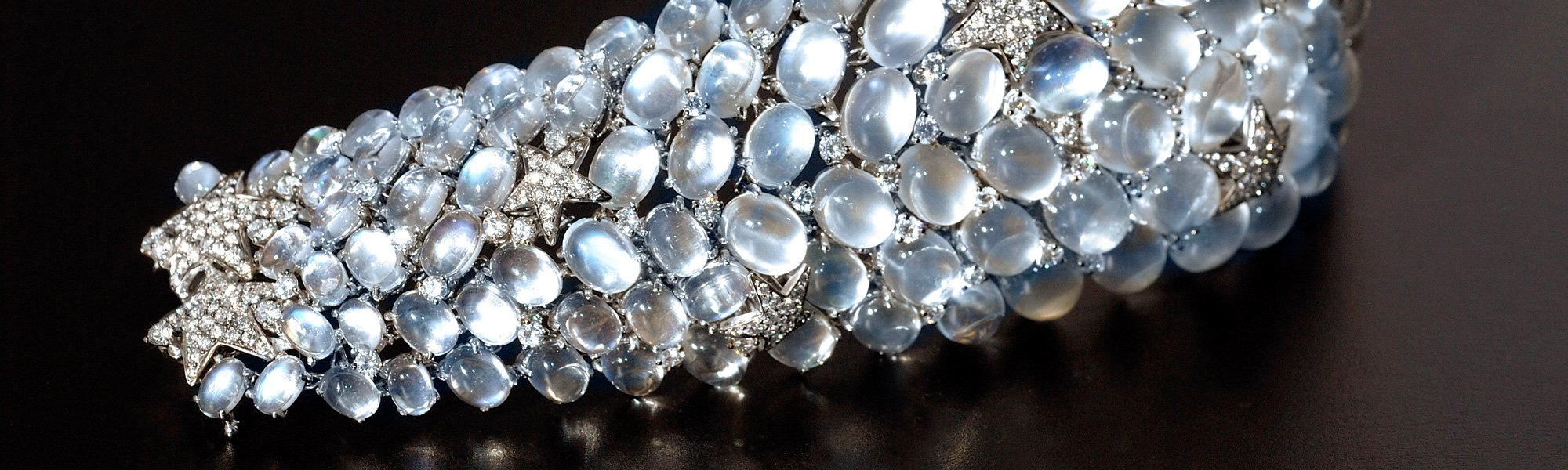 Moonstone and diamond bracelet in 18K white gold