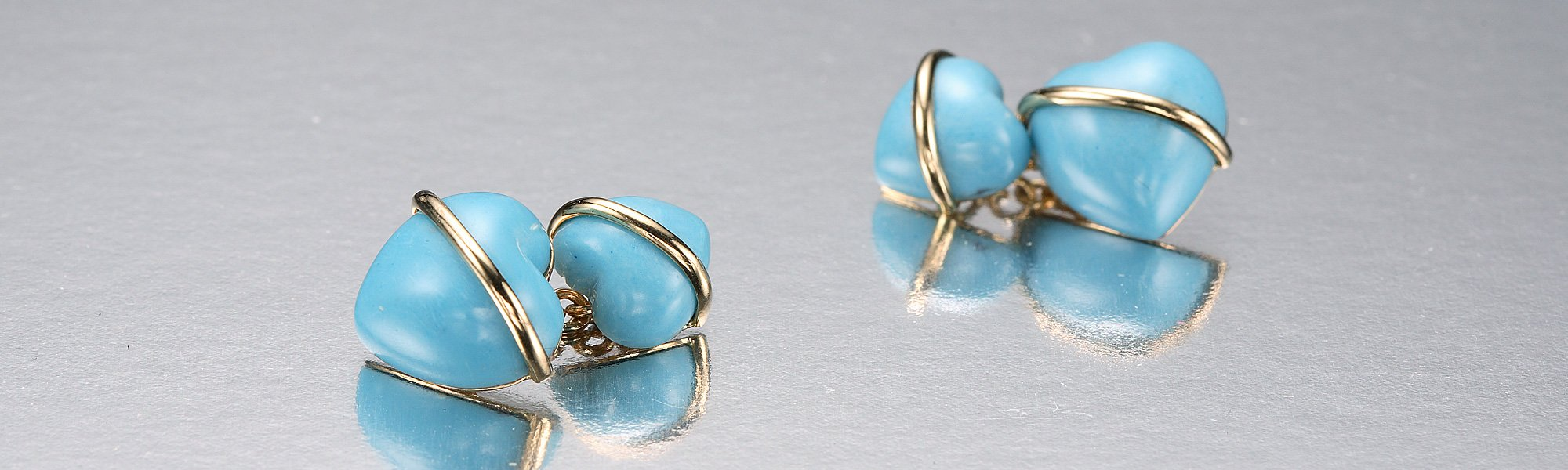 Turquoise hearts set in 18K yellow gold
