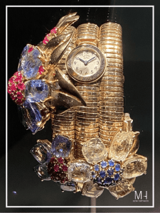 Passe-Partout Secret Watch, 1939 Yellow and blue sapphires, rubies, white and yellow gold Van Cleef & Arpels Collection